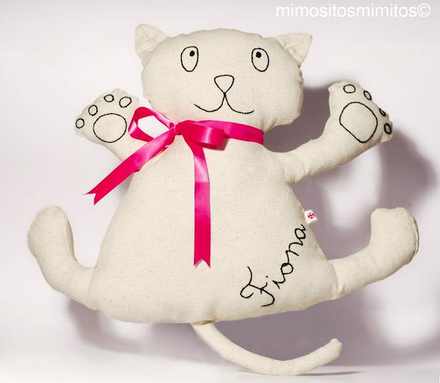 muñeco gato personalizado para bebe
