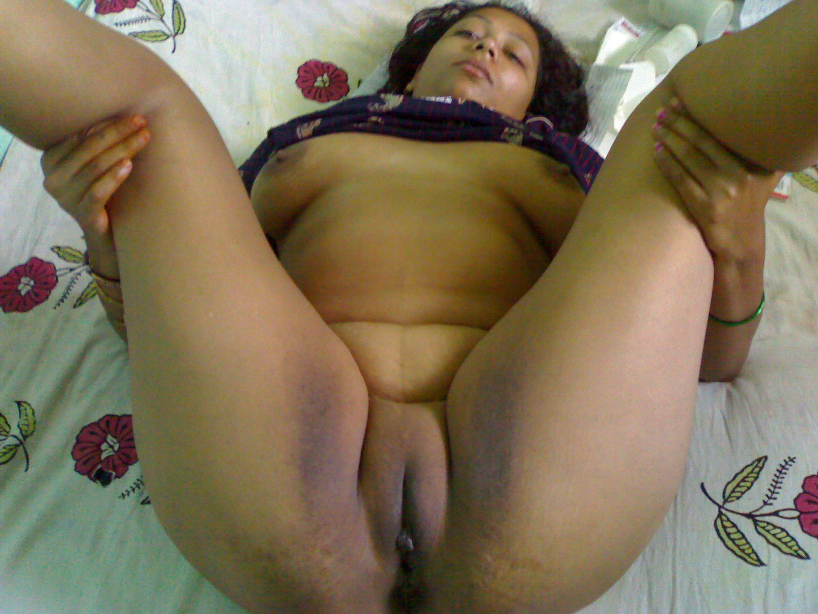Village aunty hot full naked photo are
