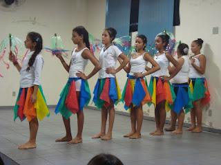 http://3.bp.blogspot.com/-qz0Kg_AUM2c/TlvwLCBneSI/AAAAAAAABOo/FdVc4wl9_L8/s320/folclore+na+escola+037.JPG