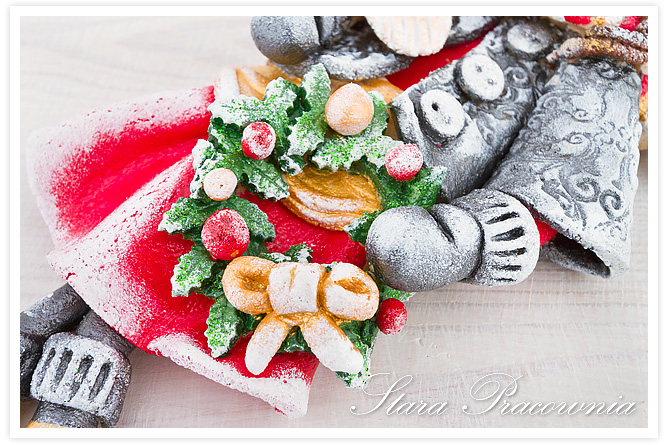 zimowy aniołek z ostrokrzewem, salt dough angel, salt dough