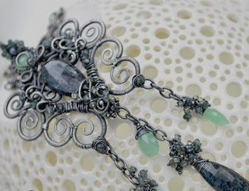 Bohemian Filligree wire sculpture necklace