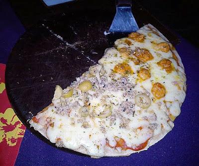 Mania de Comer: Pizza meia atum meia camarão