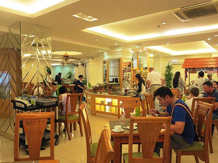 Hoang Hai Long dining area