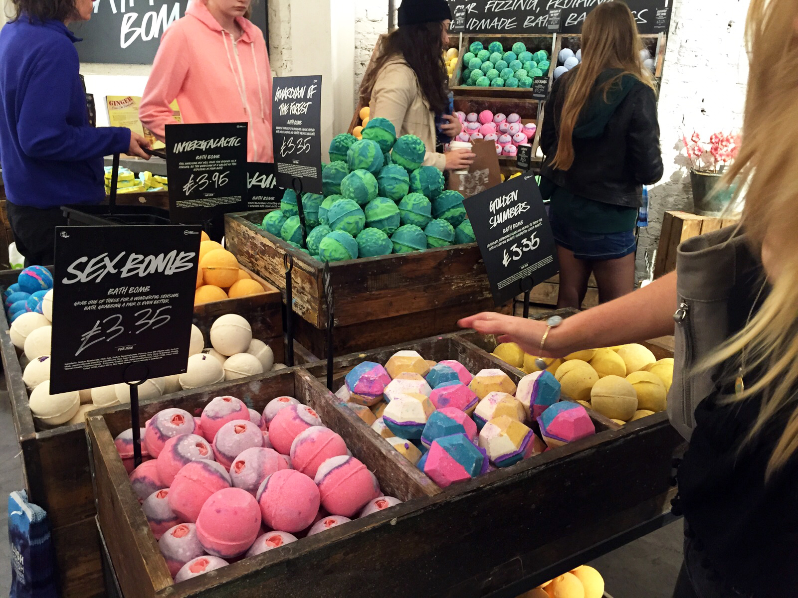 Lush Cosmetics Haul & London Oxford Street Store plus Exclusive Products // Beauty // Lauren Rose