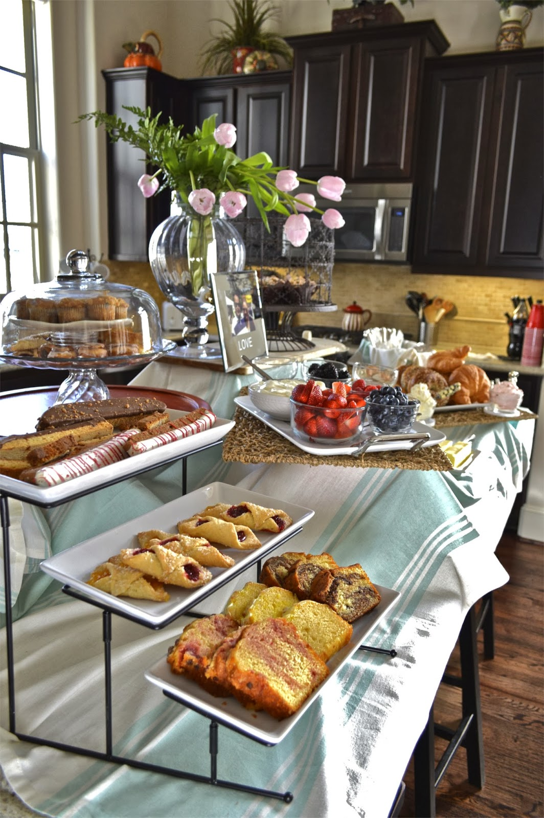 Our house is y 39 alls house saturday brunch with the girls for Breakfast table decor ideas