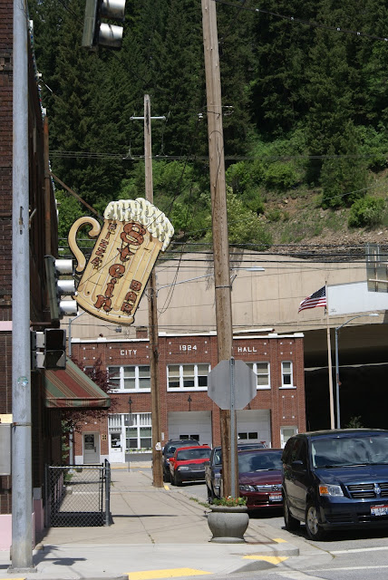 Bar sign stein small-town usa