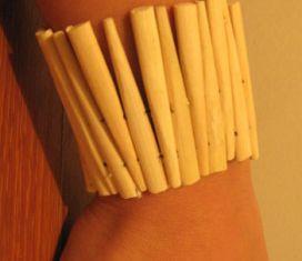 Memanfaatkan Sumpit Bambu sebagai Gelang Unik