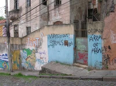 Aviso de robos barrio Santa Teresa, Rio de Janeiro, Brasil, La vuelta al mundo de Asun y Ricardo, round the world, mundoporlibre.com