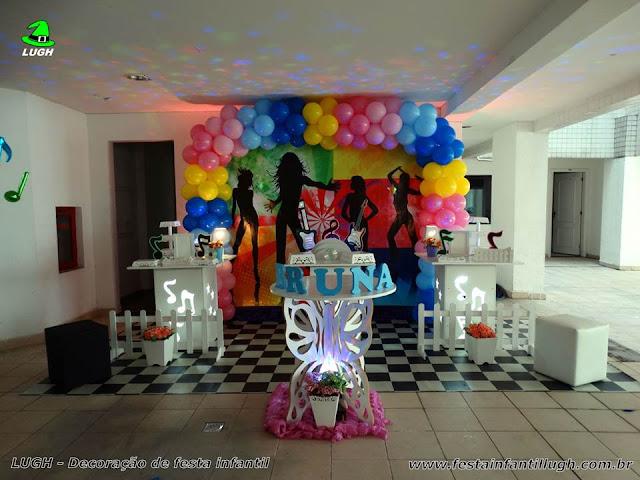 tema Discoteca para comemorar aniversário infantil ou de adolescentes e adultos - decoração provençal para festa de anversários - Recreio RJ