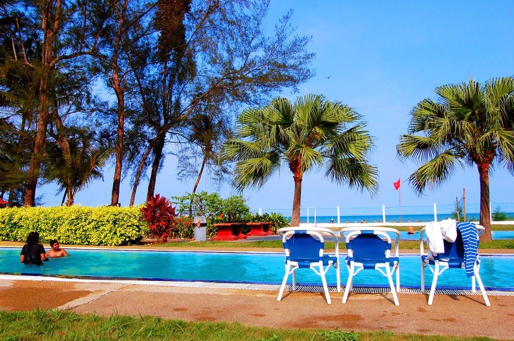 http://nazrulakram.blogspot.com/2013/01/de-rhu-beach-resort-pantai-balok-kuantan.html