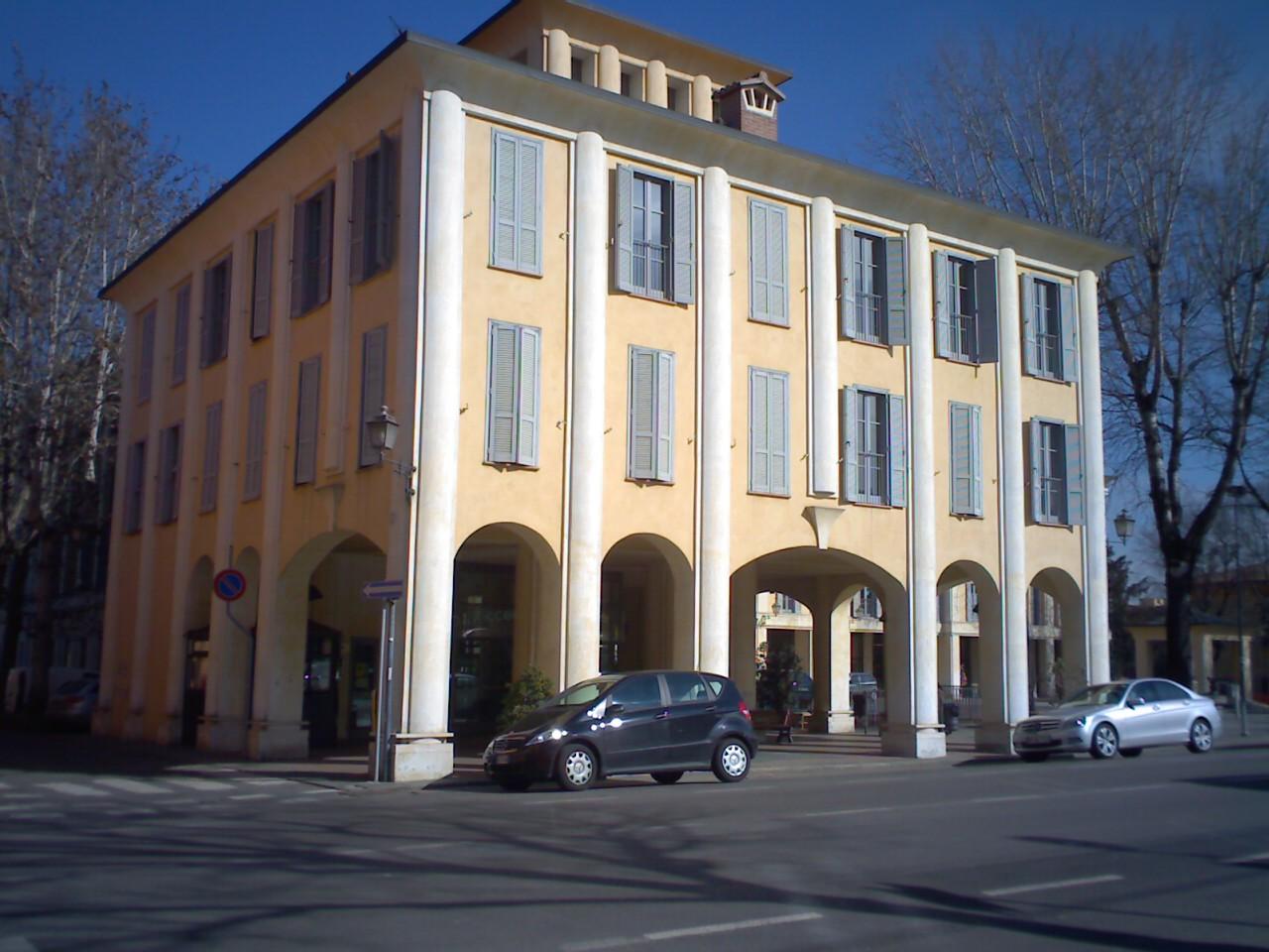 Болонья - здания с колоннами