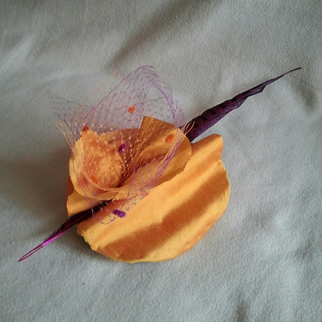tocado, tocados, seda salvaje, naranja, tul, plumas, baratos, económicos, bodas, fiesta