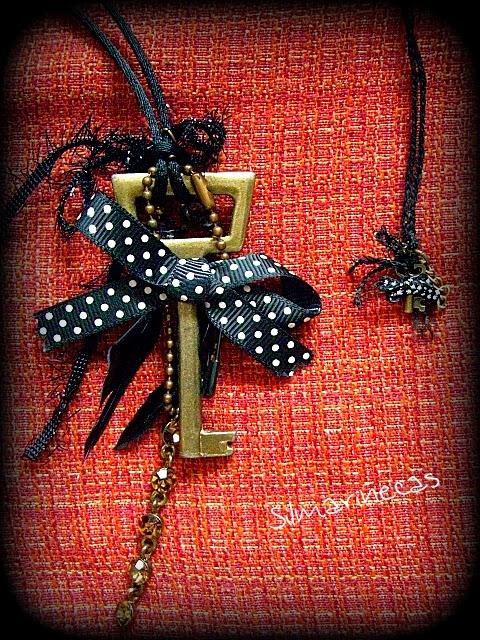 collar llave y su miniatura