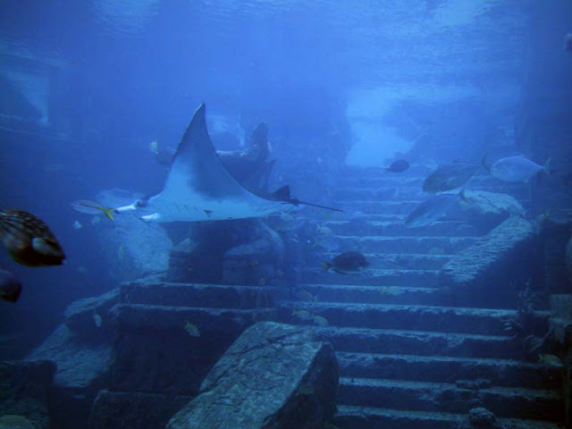 atlantisRuins GIANT CRYSTAL PYRAMID DISCOVERED IN BERMUDA TRIANGLE