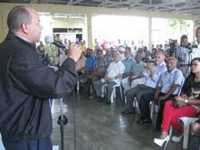 Edesur rehabilitará alumbrado en Cambita Garabito  y coloca lámparas en varios sectores de SC