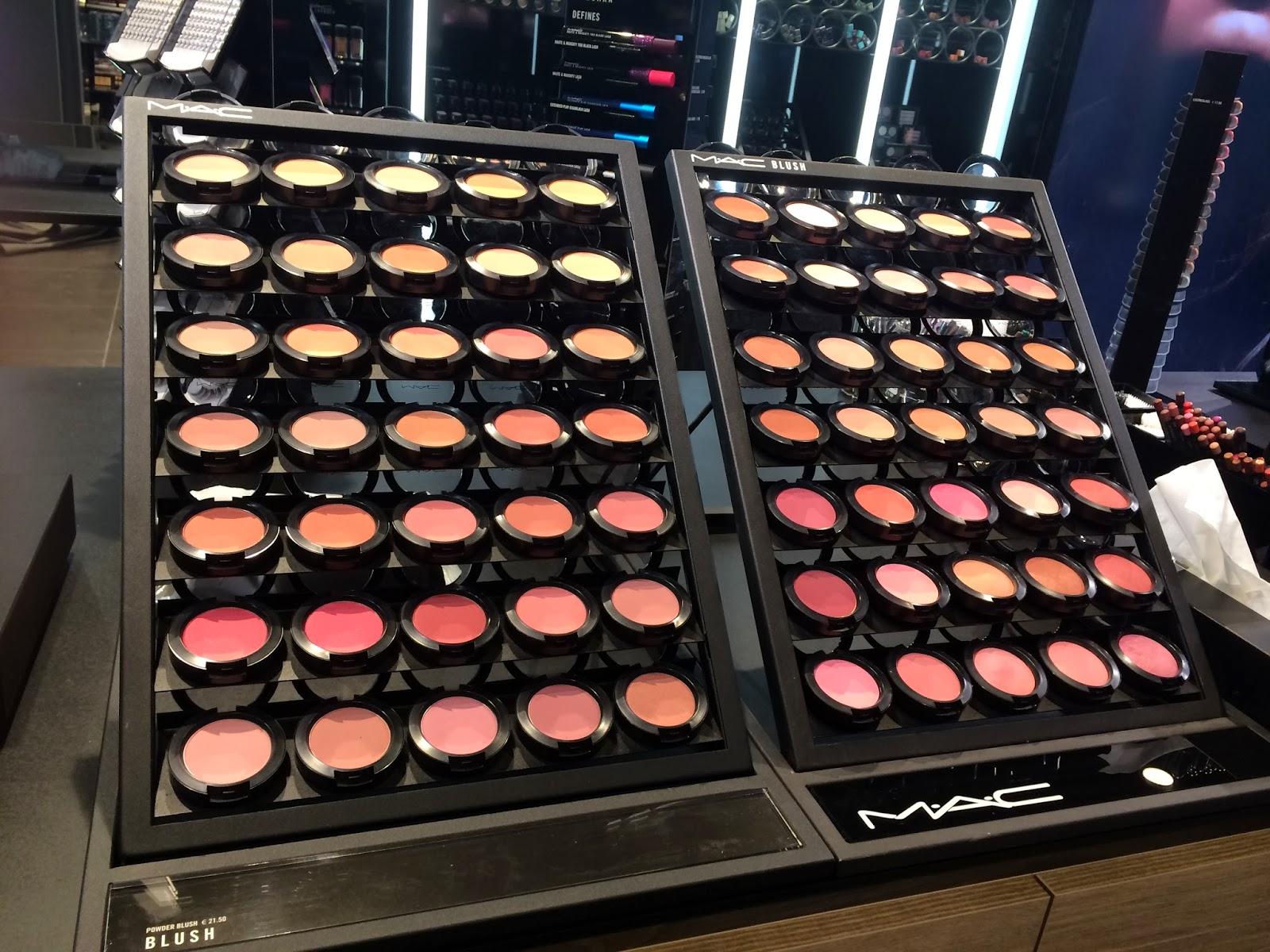 Mac blush stand