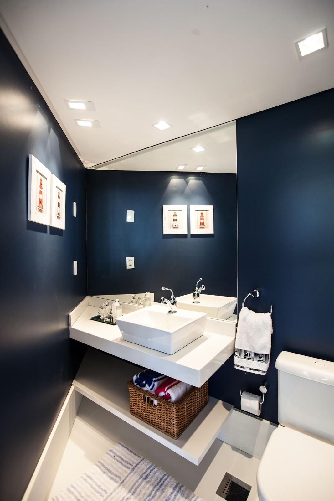 cor azul escuro nas paredes e nas bancadas silestone branco #32495F 1067x1600