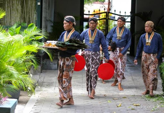 Busana Abdi Dalem Kraton Yogyakarta
