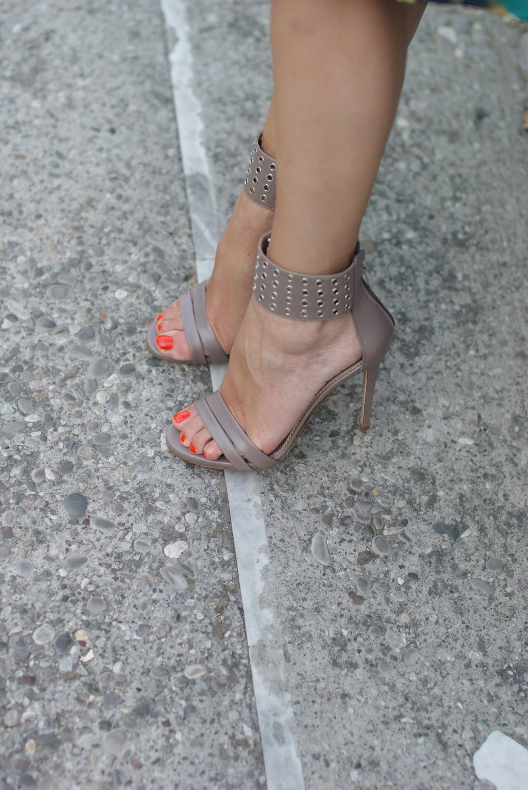 Le Silla ankle strap sandals on Fashion and Cookies fashion blog, fashion blogger style