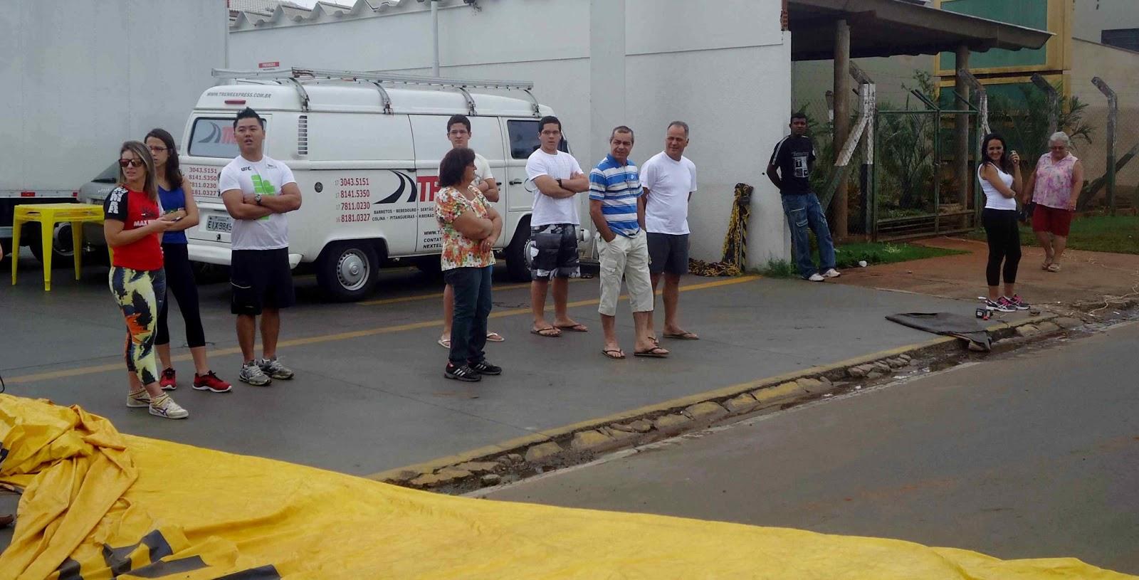 Foto 78 da 1ª Corrida Av. dos Coqueiros em Barretos-SP 14/04/2013 – Atletas cruzando a linha de chegada