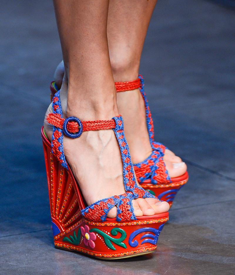 dolce and gabbana fw 2014 2015 women fashion show runway