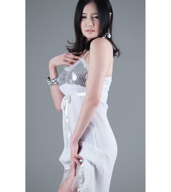 Han Ga Eun - Beautiful in Metalic Dress