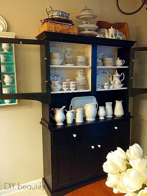 Country black hutch www.diybeautify.com