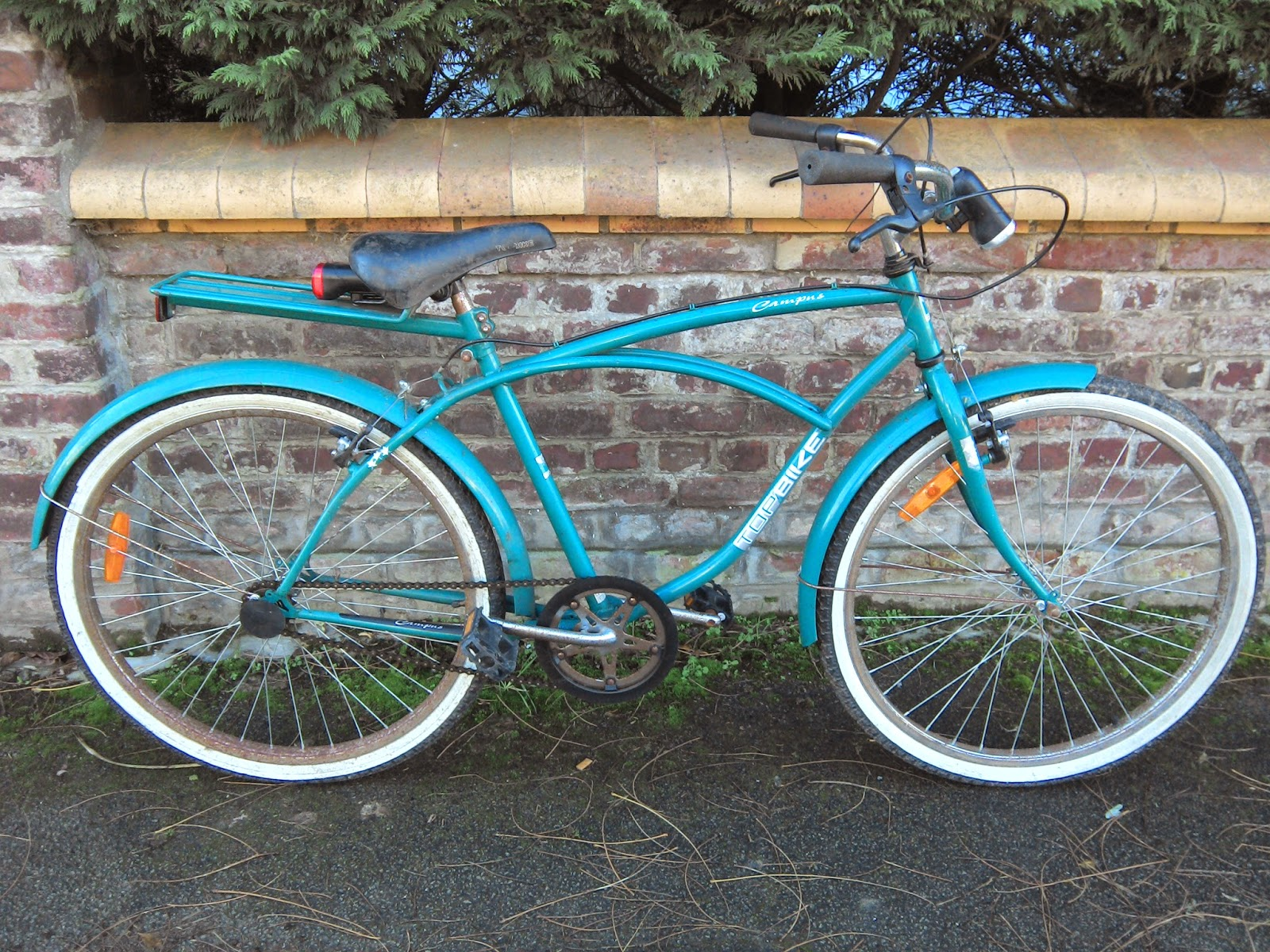 poutro kustom cycles top moumoute bike. Black Bedroom Furniture Sets. Home Design Ideas