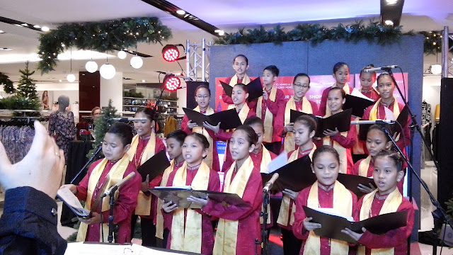 Joyous carol by Mandaluyong Children's Choir, m & s