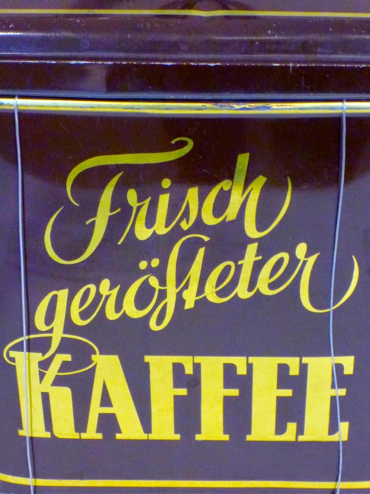 Metallbüchsenaufschrift: Frisch gerösteter Kaffee