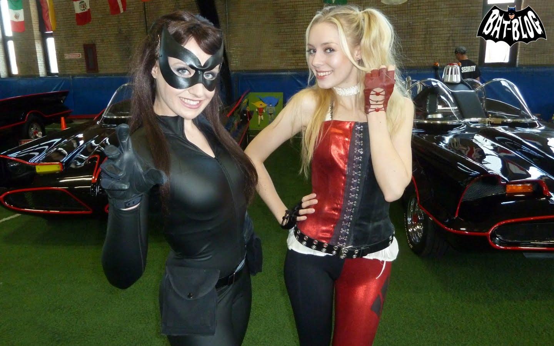 http://3.bp.blogspot.com/-r2mJmKuqNhY/Tt934_SW98I/AAAAAAAARhU/0vAcq5Xgq44/s1600/wallpaper-Catwoman-Harley-Quinn-Batvention2.jpg