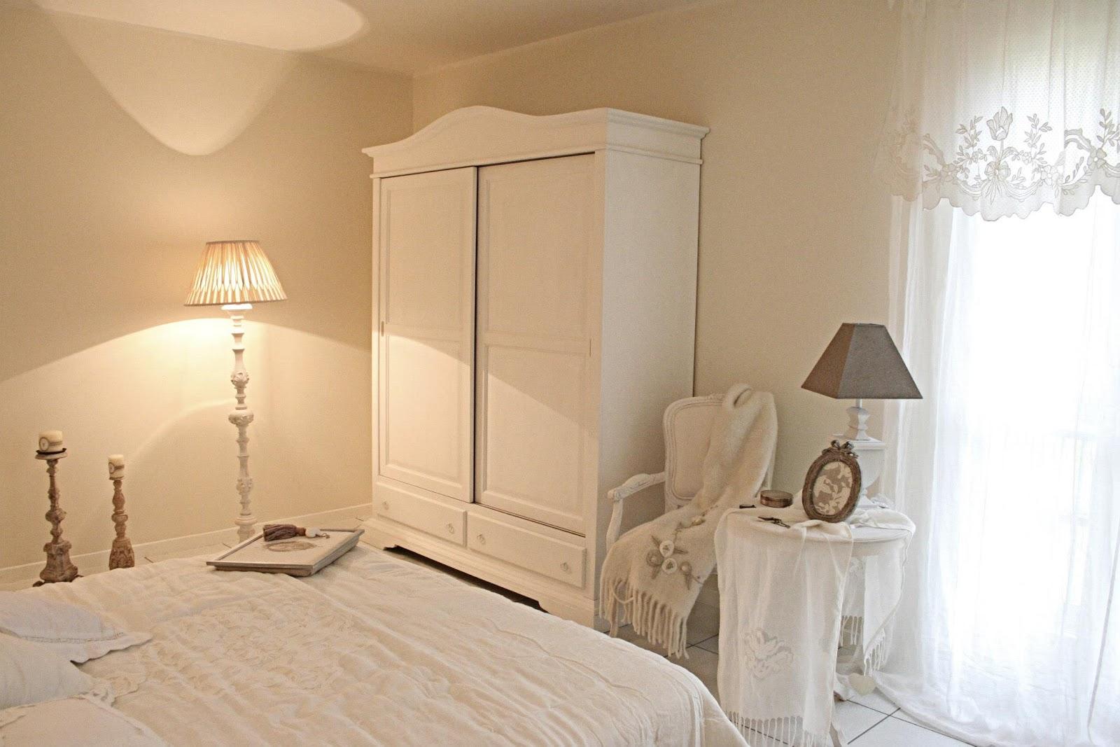 Una stanza da sogno - Specchio con cornice in gesso ...