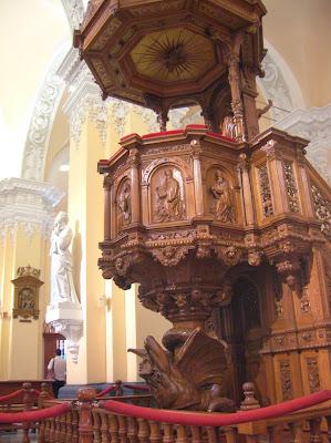 Púlpito de la Catedral de Arequipa, Perú, La vuelta al mundo de Asun y Ricardo, round the world, mundoporlibre.com