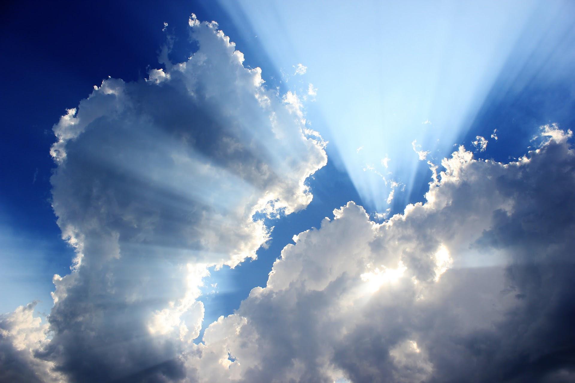http://3.bp.blogspot.com/-r3MG5L2W8xg/UD_VfHViE8I/AAAAAAAAJ0g/PWhPqfQJD4U/s1920/Below_Clouds_by_kobinho.jpg