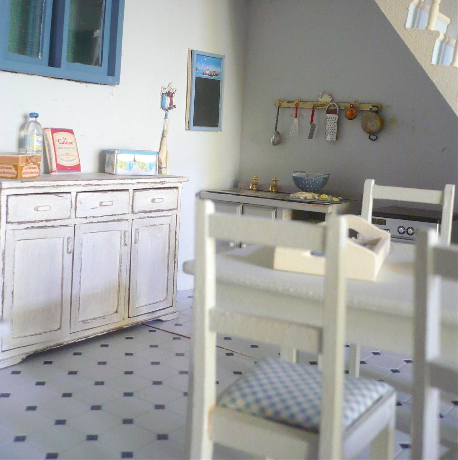 Genevieve 39 s miniacollection maison bord de mer cuisine for Mitigeur cuisine sous fenetre