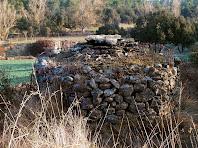 Detall de la part posterior de la barraca de vinya a prop de Torrecabota