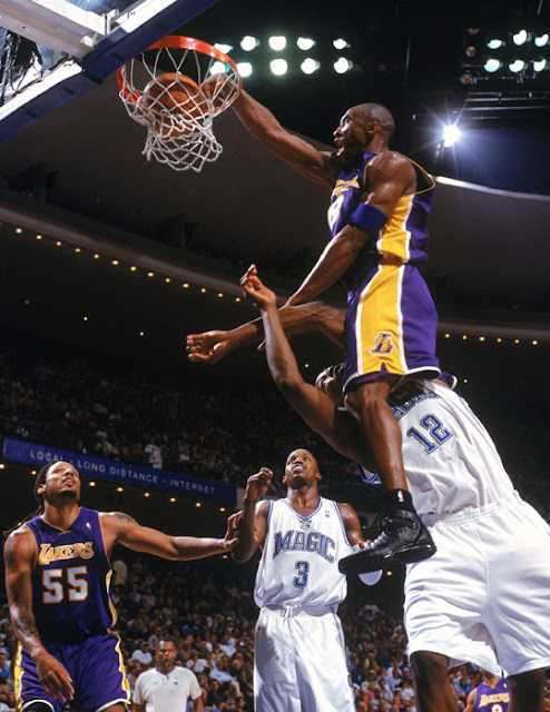 Kobe dunk over Dwight