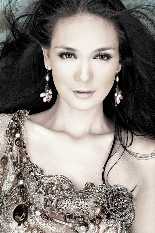 Luna Maya With Glamour Kebaya Photo Collection Foto Sexy Artis Indonesia