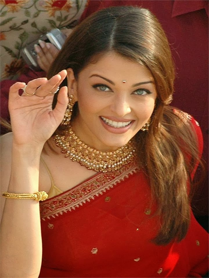 Aishwarya rai cutest smile pics