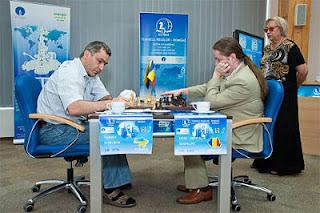 Echecs en Roumanie : Vassily Ivanchuk (2776) 1/2 Liviu-Dieter Nisipeanu (2662) ronde 8 © ChessBase