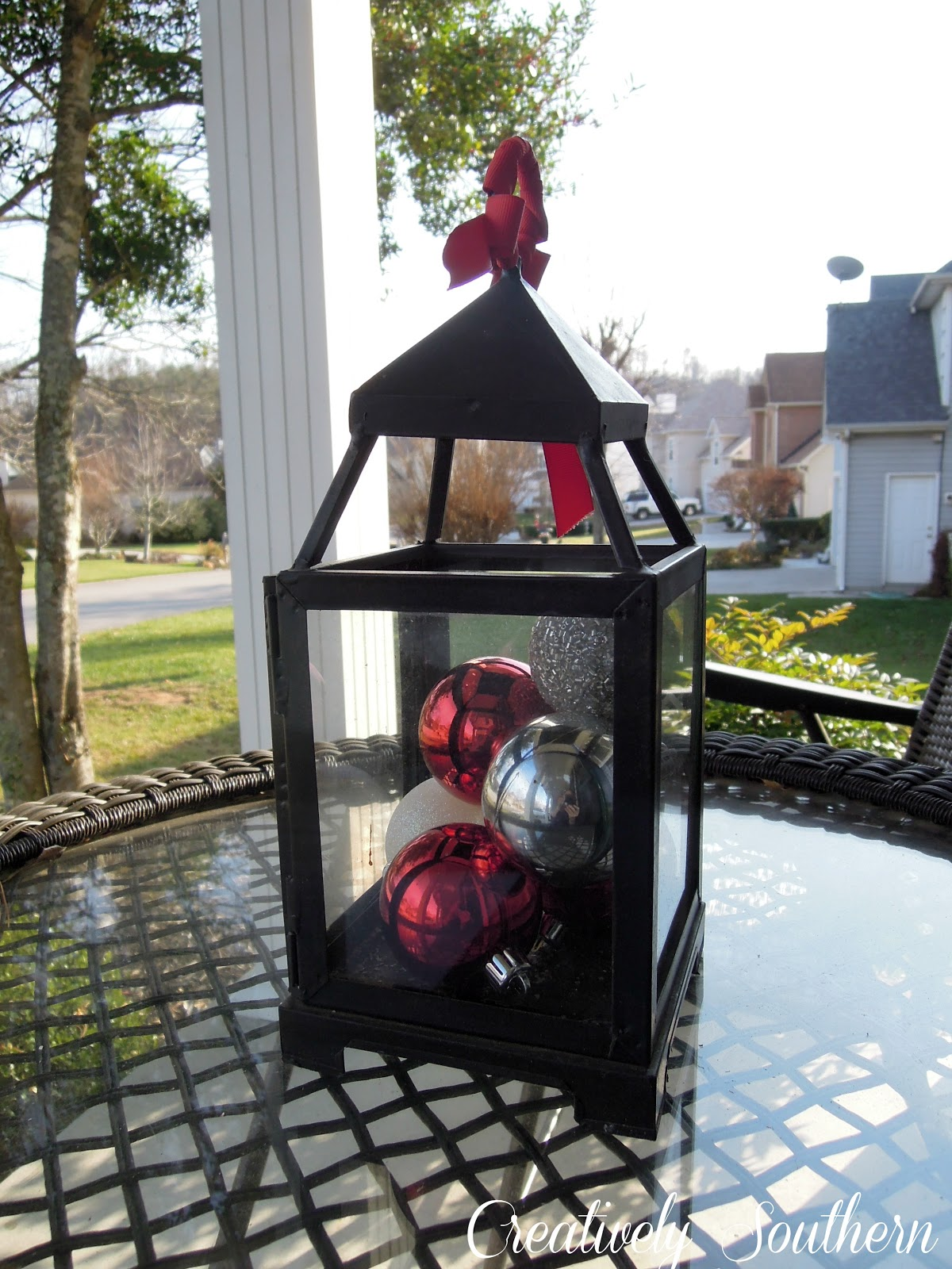 Holiday porch decorations for Easy front porch christmas decorations