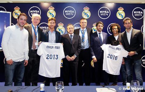 8ea219d9dad40 El palco de honor del estadio Santiago Bernabéu fue el escenario en el que el  Real Madrid y Beiersdorf firmaron un acuerdo de patrocinio de la marca Nivea  ...