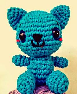 http://auria-amigurumis.blogspot.com.es/2014/01/el-gato-que-esta-contento-y-azul.html
