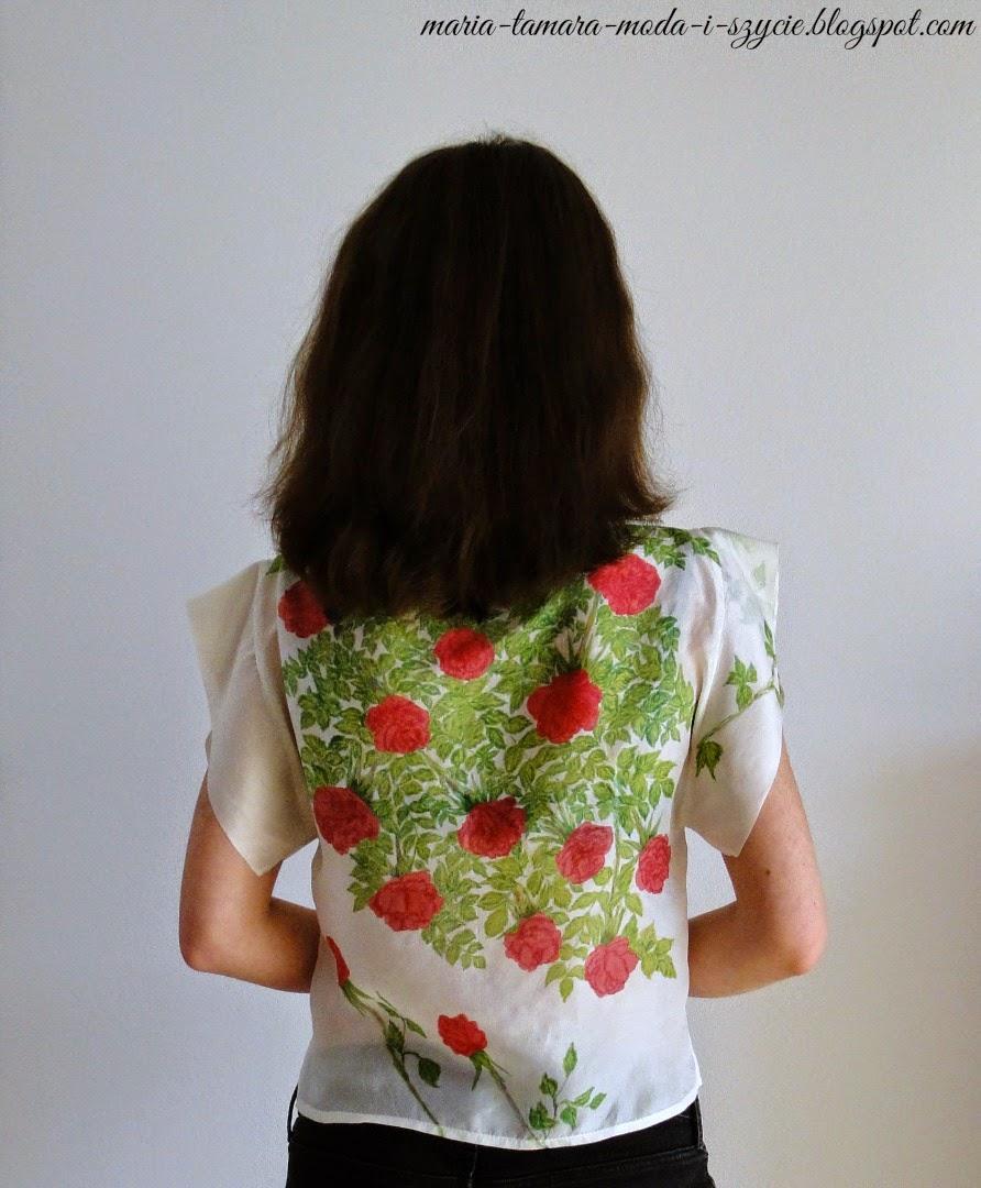bluzka w kwiatowy wzór na lato