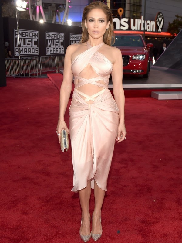 Jennifer Lopez in American Music Awards 2014 red carpet