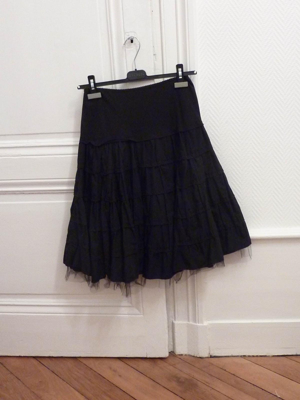 le vide dressing de laura jupe volants mi longue noire la petite fran aise. Black Bedroom Furniture Sets. Home Design Ideas