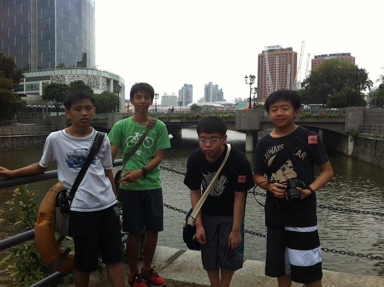 Singapore River .