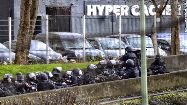 Sigue el terror en Paris: al menos 4 muertos en tienda donde tomaron rehenes