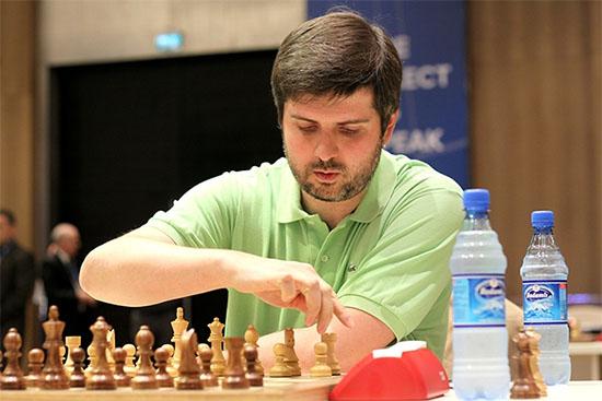 Le Russe Peter Svidler a mis la pression sur le Chinois Wei Yi dès le début - Photo © site officiel