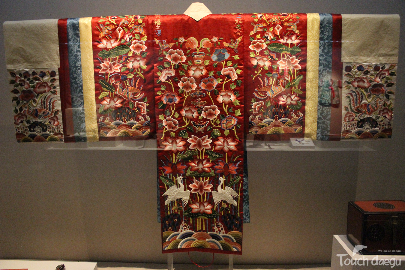 Gorgeous Korean traditional clothes which is on display in Museum